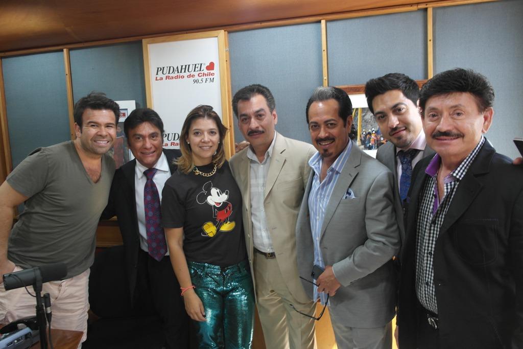Los Tigres Del Norte Nos Visitan En Radio Pudahuel besides Espaciojauretche blogspot moreover  on oscar hernandez acordeonista