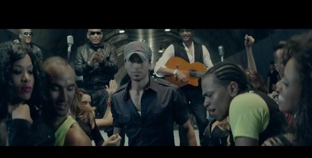 Enrique Iglesias arrasa en los Grammy Latino 2014