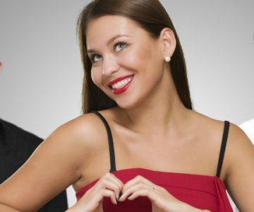 Mujer miró para el lado cuando su esposo estaba despreocupado