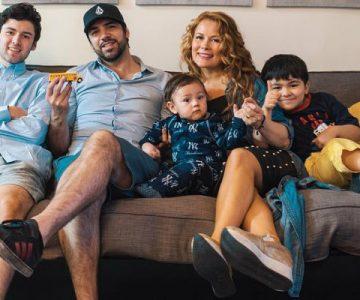 Hijo mayor de Cathy Barriga se luce con fotos de sus vacaciones
