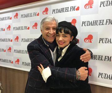 Mon Laferte conversó de lo lindo con Pablo Aguilera en Radio Pudahuel